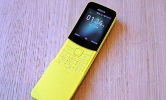 """Njerëzit po heqin dorë nga """"smartphone"""", rriten shitjet e """"celularëve budallenj"""""""