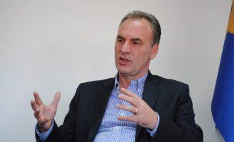 Limaj përkujton Lec Gradicën, thotë se vdiq duke shëruar plagët e luftëtarëve të lirisë