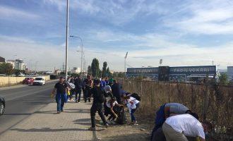 """Largohen 35 kamionë dhe 150 thasë me mbeturina tek stadiumi """"Fadil Vokrri"""" [FOTO]"""