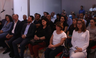 Entuziazmohet Molliqaj, një sallë të vogël me pak njerëz e përshkruan si 'ortek socialdemokrat'