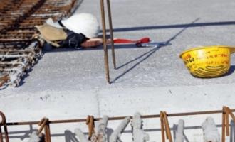 Rrëzohet muri, punëtori pëson lëndime të rënda