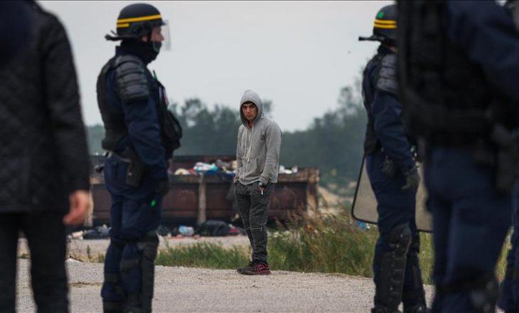 Evakuohet kampi i refugjatëve në Francë