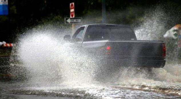 Dridhet Amerika nga uragani 'Florence'